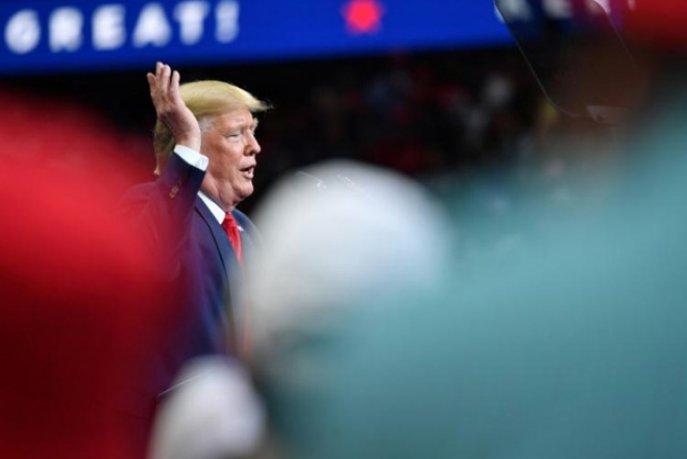 Les sénateurs républicains présentent une mesure pour protéger Trump — Procédure de destitution